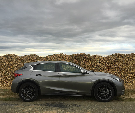 infiniti-q30-passing-turnip-mound