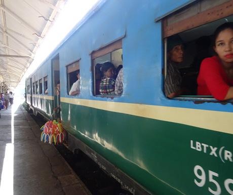 Yangon's-circle-train