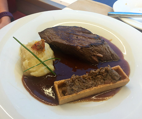 Fillet of beef with fungus tartlet and kampot red peppers sauce
