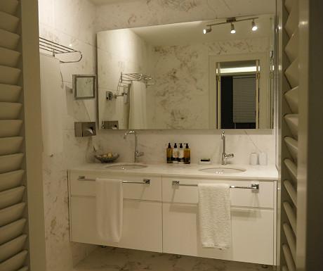 Elounda Villa master bedroom bathroom