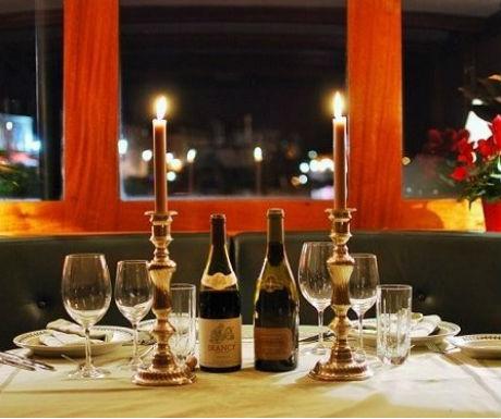 Burgundy boat journey riverboat dining
