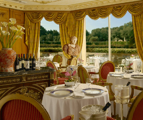 Elegant food with pleasing views  Refined, superb cuisine that combines contemporary aptitude with authentic, normal Italian flavours can be enjoyed in a fascinating restaurant, a Pauline Borghese, whcih overlooks a Italian styled gardens.