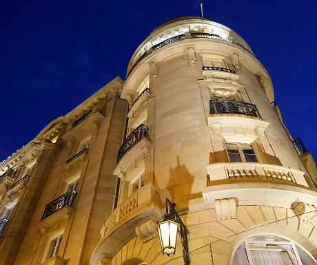 Hotel Maria Cristina during dusk