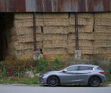 infiniti-q30-against-a-backdrop-of-hay