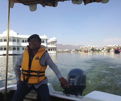 Taj Lake Palace - vessel tour